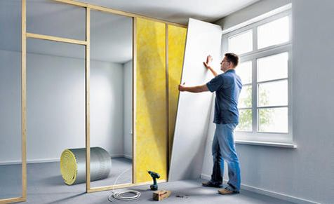 Wollen Sie ein separates Arbeitszimmer oder ein Esszimmer schaffen? Mittels leichtem Ständerwerk können selbst Laien eine Trennwand bauen!