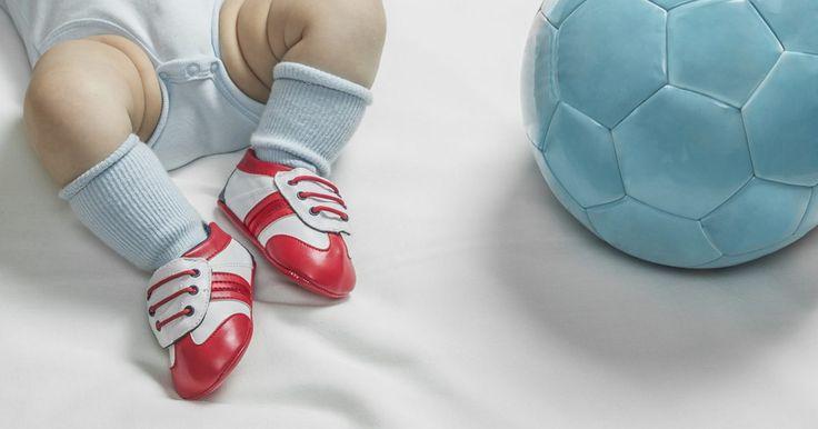 Las promesas del fútbol que debutan en Brasil 2014. La Copa Mundial de la FIFA Brasil 2014 será el escenario donde algunos jugadores se consagrarán como estrellas del fútbol internacional. Muchos de los que debutan en este campeonato son ya grandes figuras de equipos de todo el mundo. Si en el pasado no fueron seleccionados por su edad o falta de ...