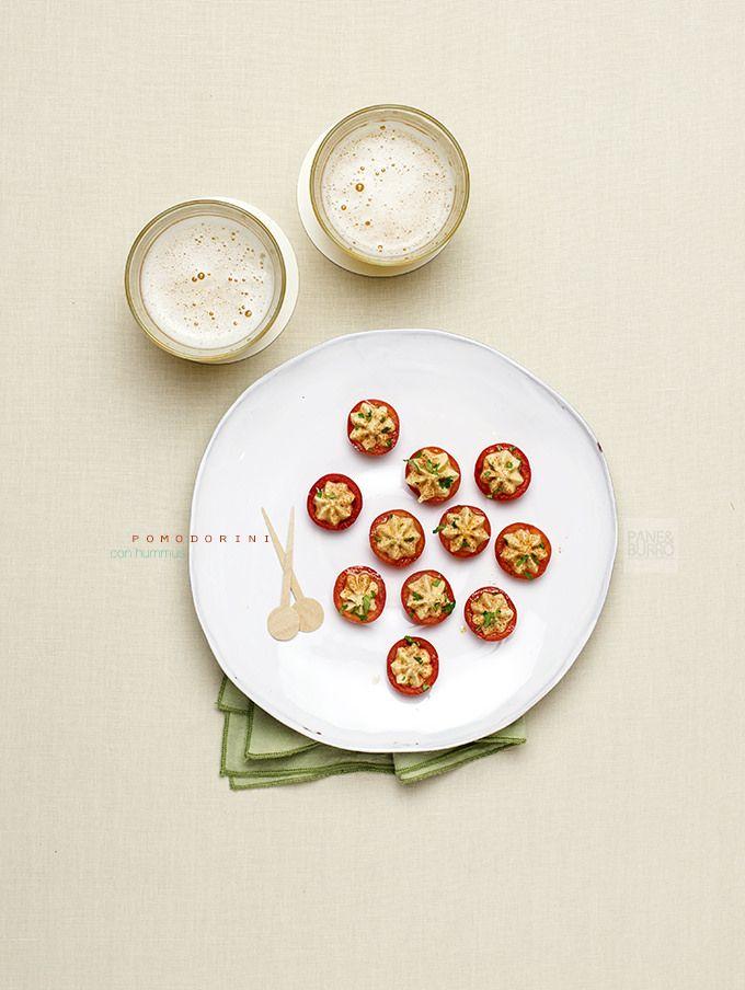 pane&burro: Rimedi per aperitivi improvvisati: pomodorini ripieni di hummus di ceci con paprica e coriandolo