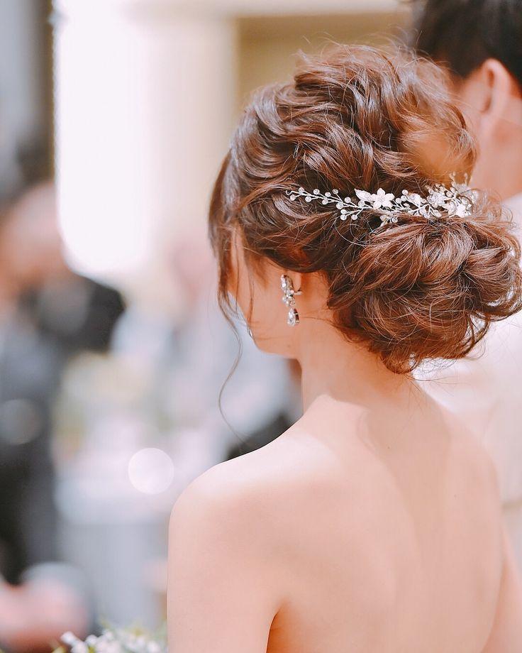 ゆるふわなシニヨンヘアにキラッと輝くヘッドドレス&イ…