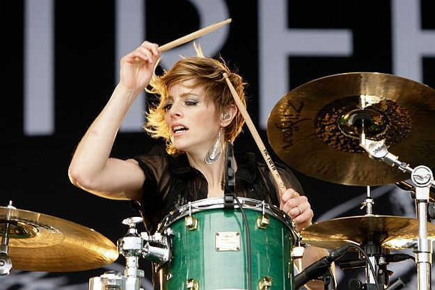 Elaine Bradley of Neon Trees; Great Vocals Too!