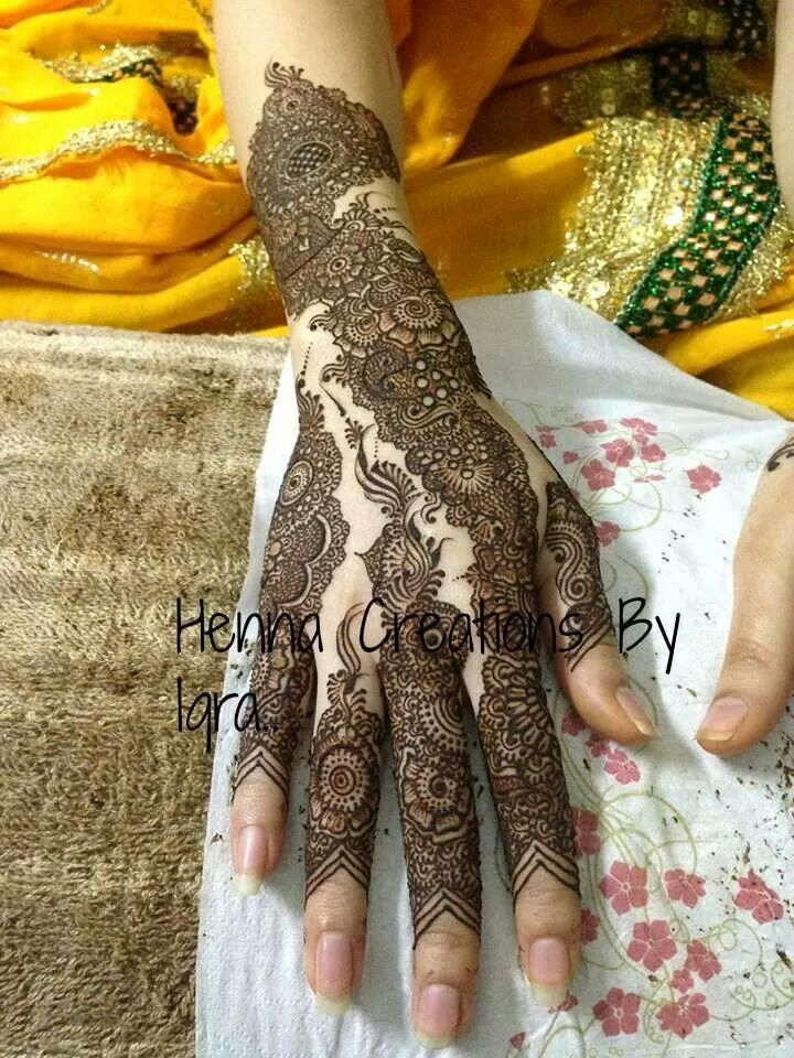 Awesome intricate mehndi... Never seen use of tiny bubble like  circles in a pattern, very elegant