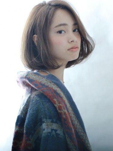 ボブのヘアスタイルは日本人にもよく似合い、スタイリングもラクなので人気ですね。ただ、アレンジがあまりきかないのでマンネリの感も否めないのがつらいところ。でも、ボブパーマをかけると簡単にイメージが変わり、大人っぽくて可愛い新しい自分が発見できます♪ 今回は、キナリノ読者におすすめの大人可愛いミディアムボブパーマ、ショートボブパーマなどの髪型をご紹介します♪