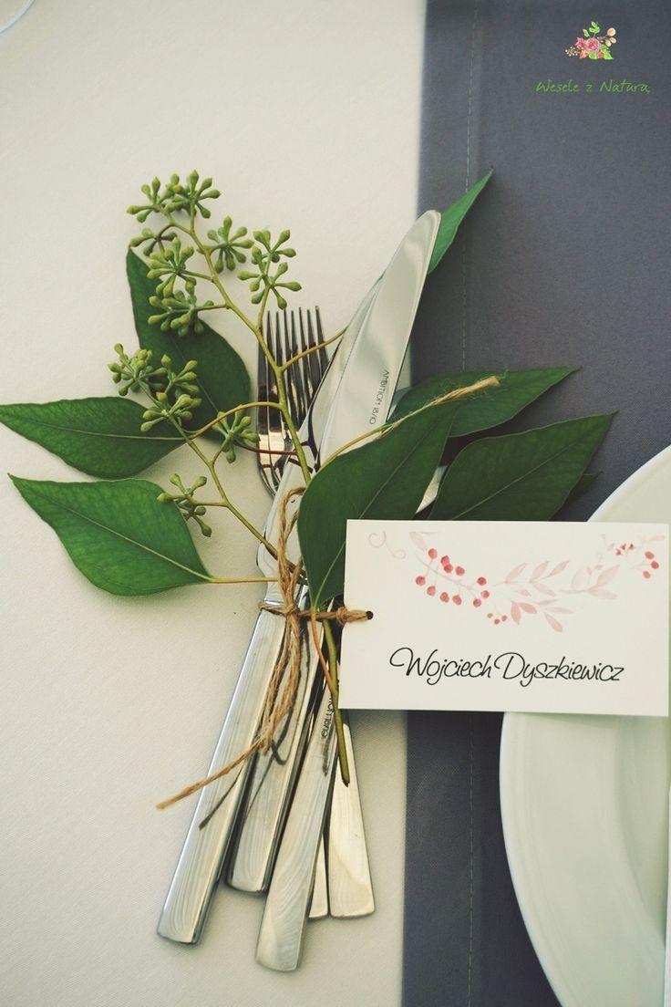 Piękno zawarte w szczególe. Dekoracje sztućców na stole dla gości. #wedding #flowers #table #decoration #2016 #green
