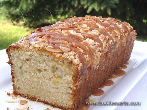 Яблочный кекс с карамельным соусом (Apple Cake with Caramel Drizzle) Кекс:  150 г сл. масла (или маргарина), комнатной температуры 3/4 ст. сахара 1 яйцо цедра одного лимона 1 ч.л. ванилина 1 ст. молока 1 1/2 ст. муки 1 ст.л. разрыхлителя 1 ч.л. корицы 1/2 ч.л. соли 1 большое яблоко  Присыпка:  3 ст.л. муки 3 ст.л. сахара 1/2 ч.л. корицы 1/4 ч.л. мускатного ореха 2 ст.л. сл. масла, комнатной температуры 1 ст.л. пластинок миндаля