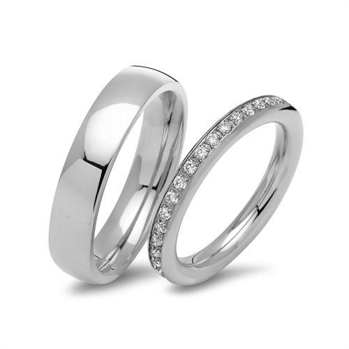 Bestellen Sie Ihre polierte Eheringe aus Edelstahl mit Steinbesatz R9233s bei The http://www.thejewellershop.com/ #ringe #edelstahl #steinbesatz #jewelry #unique