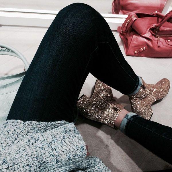 Gigi Hadid veste bota de glitter da super brand Yves Saint Laurent.