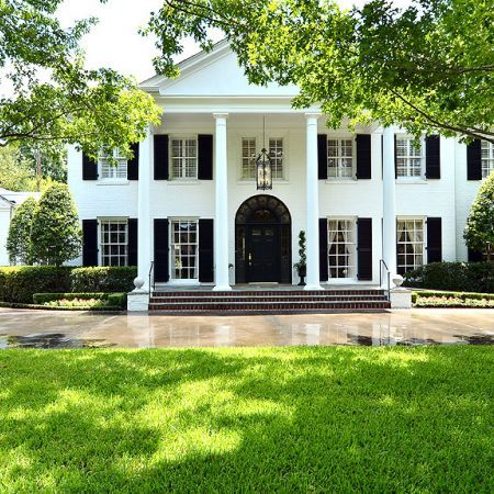 Could this be any more beautiful?  I love this traditional home!