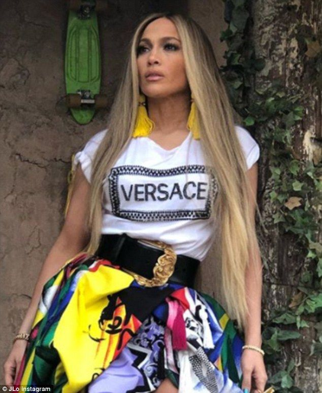 Jennifer Lopez poses in Versace T-shirt to debut song  89ced98487576