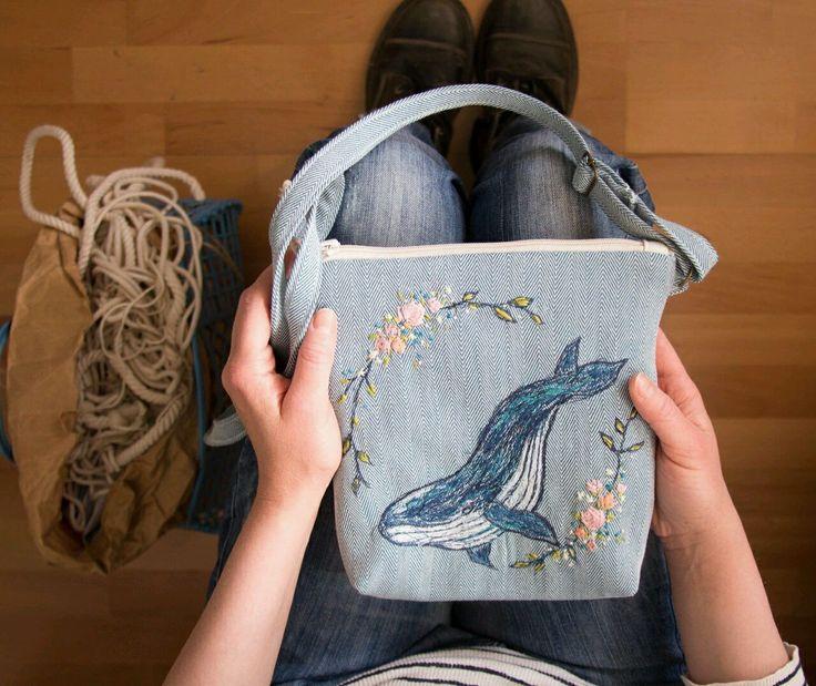 Купить или заказать Сумка 'Очень синий кит' в интернет-магазине на Ярмарке Мастеров. кит и розы на фоне 'селедочной косточки' (heringbone) по мотивам одскульной татуировки. внутри два кармана для ракушек, жемчужин и кусочка рога нарвала.