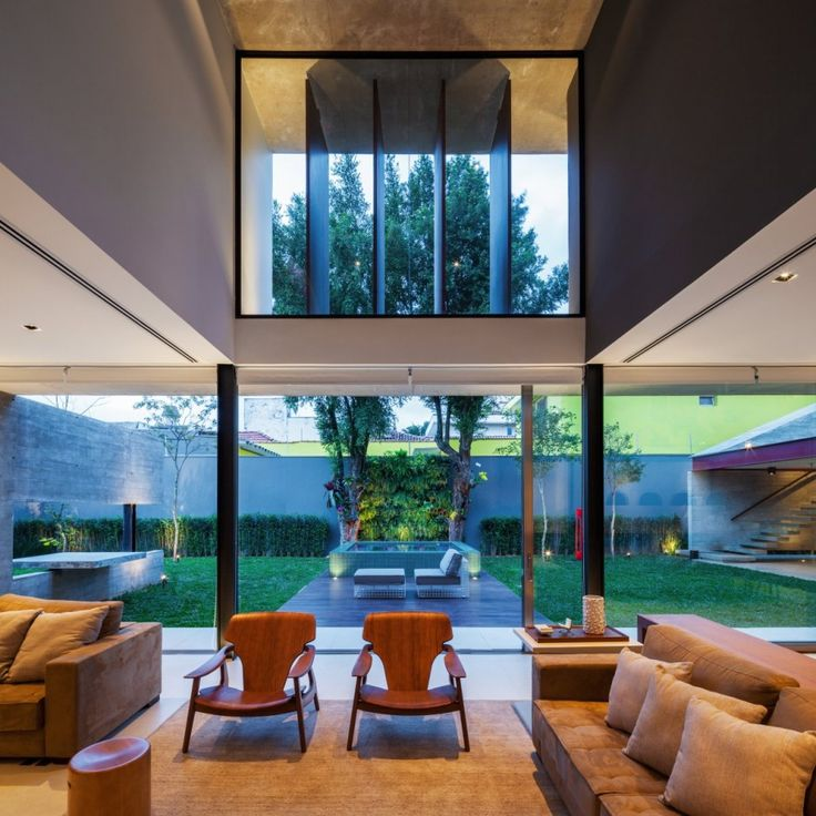 Interior aspect with use of natural lighting at the Planalto House in São Paulo, Brasil by Flavio Castro
