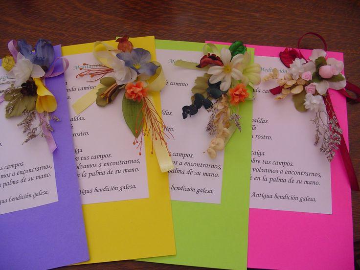 Pequeño bouquet en tarjetones de colores.