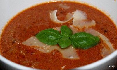Her kommer oppskrift på hjemmelaget tomatsuppe som nesten er raskere å tilberede enn posesuppe. Og hundre ganger bedre, minst! Ikke noe å tenke på da!