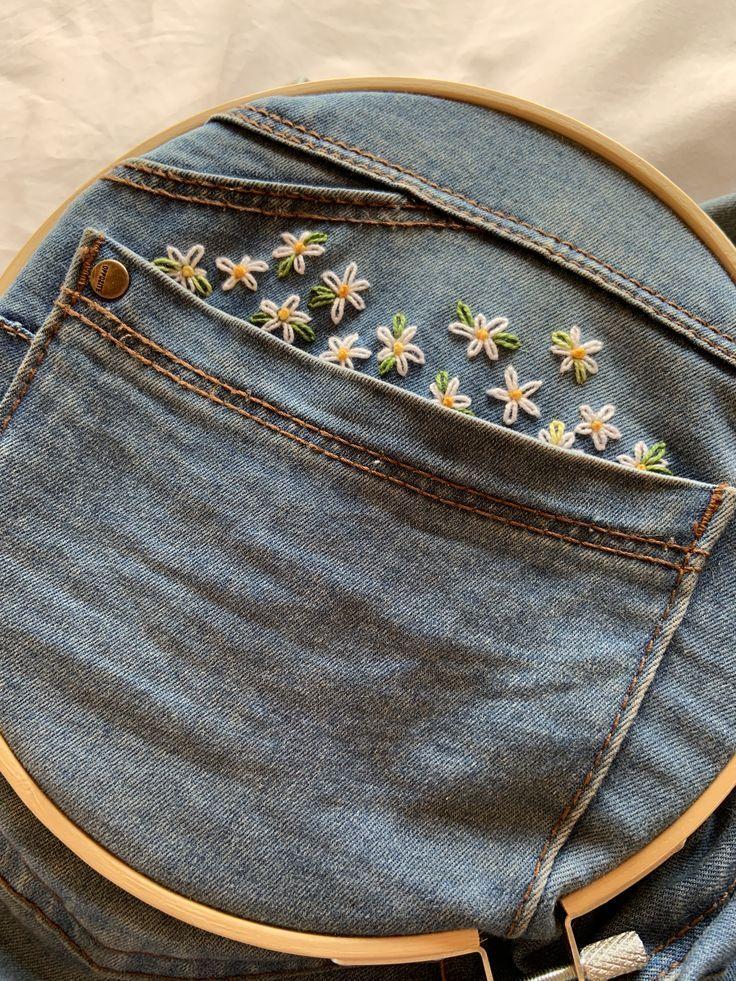 25 + › Handgemachte Gänseblümchenstickerei auf meiner Jeans Margaritas Bordadas … …