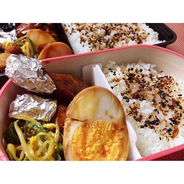 #お弁当#いつかのお弁当#手羽元#ゆで卵#肉#もやし#ピーマン#ウインナー#カレー粉#すぐできる#やっぱり手抜き#bento