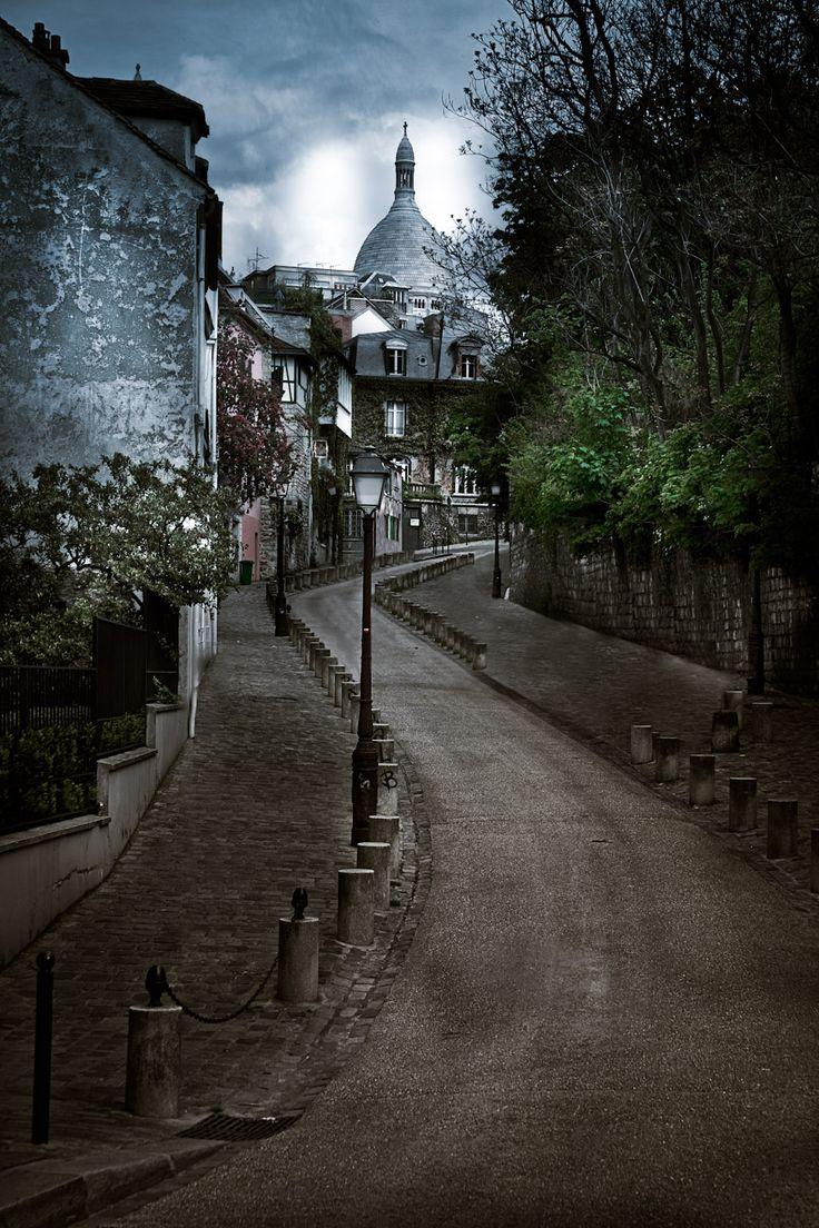 Montmartre street, Paris  Serge Ramelli