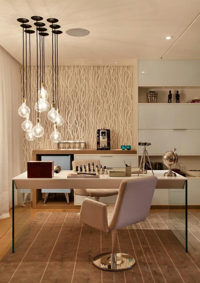 Texturas, moveis planejados a la brasileira, pés da mesa em vidro trazendo leveza ao ambiente. Pendente maravilhoso, trouxe personalidade ao espaço. Sigam no Instagram @ decoraholic