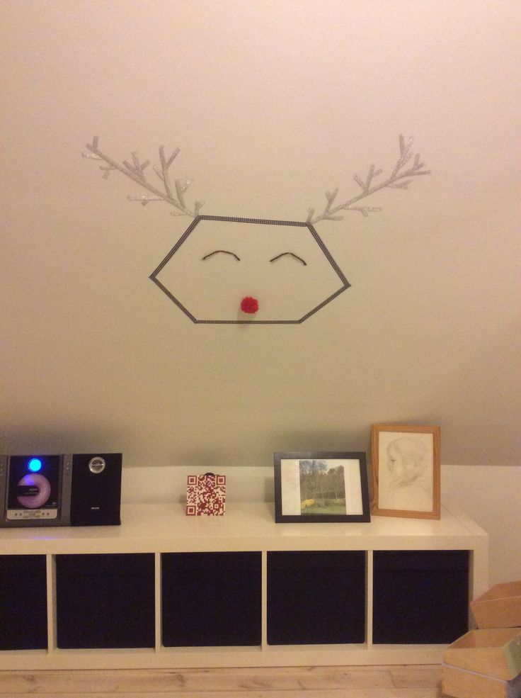 DIY reindeer, made with tape and a nose of yarn. Nice room idea