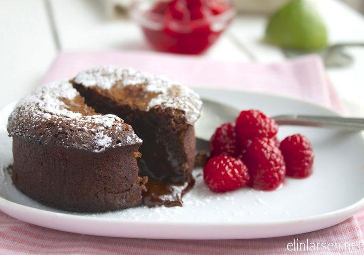 Hjemmelaget sjokoladefondant skal være hard utenpå, jevnt stekt med en rennende deilig sjokolademasse innvendig. Servert med limemarinerte bringebær smaker dette …