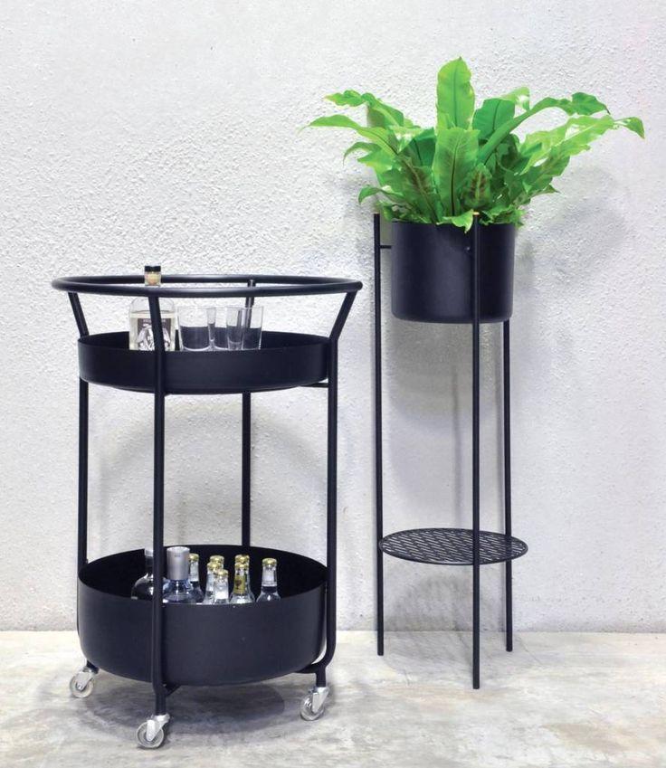 Shop XLBoom woonaccessoires en meubels bij North Sea Design online of in Rotterdam. De Corona Bar trolley om drankjes en hapjes rond de eettafel of zelfs buiten op terras te serveren.