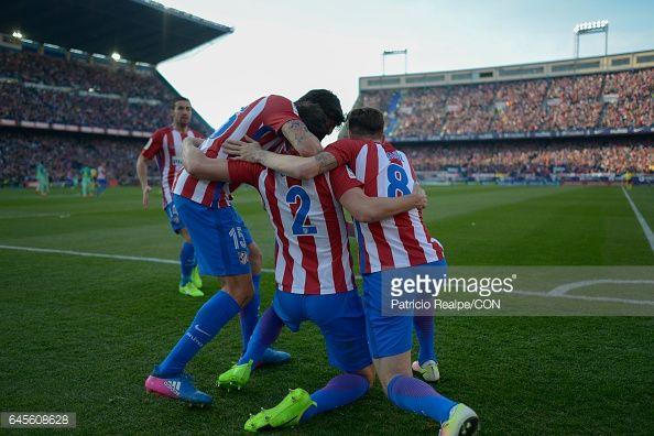 Fotografía de noticias : Diego Godin of Atletico de Madrid celebrates with...