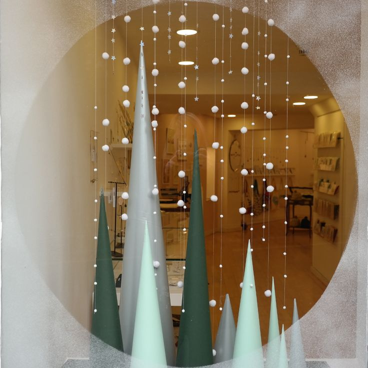 Best 25 christmas window display ideas on pinterest for Salon xmas decorations