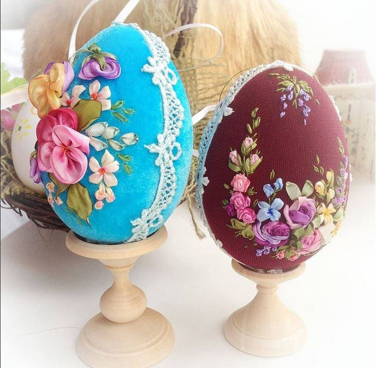 Pretty ribbonwork flowered easter eggs! :)