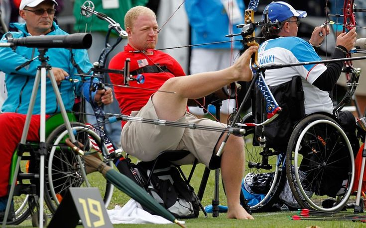 US archer Matt Stutzman (C) competes in the men's archery individual compound-open ranking round during the London 2012 Paralympic Games at the Royal Artillery Barracks