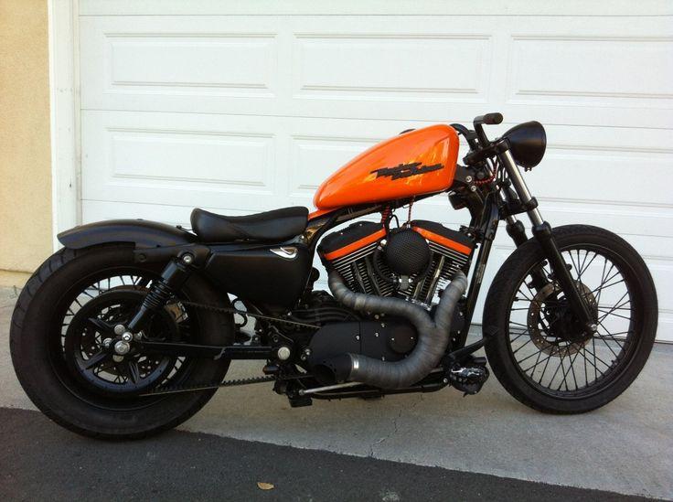 Méduses: personnalise Harley Davidson Sportster Bobber, Harley Davidson Sportster Bobber, orange réservoir couché Avec Harley Davidson Emble ... - repined by http://www.vikingbags.com/ #VikingBags