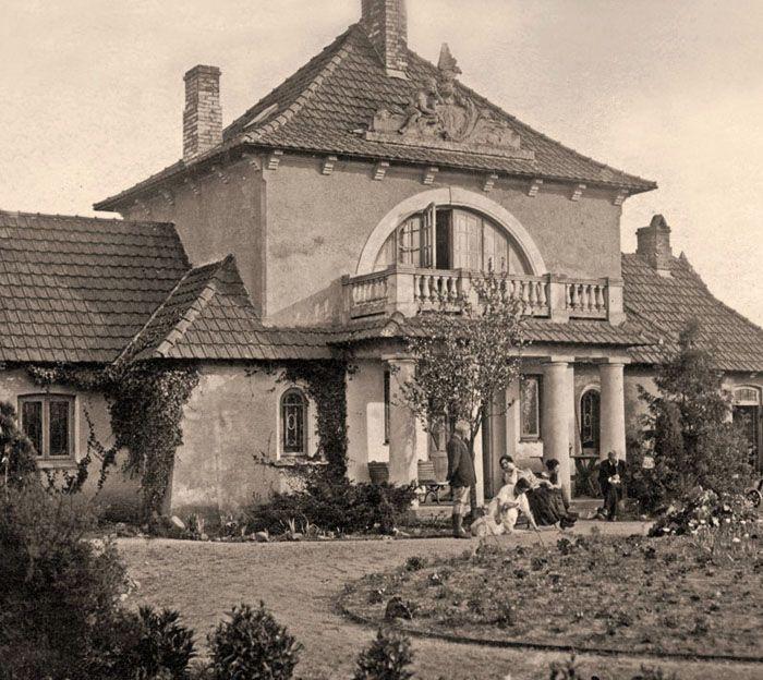 """""""Zagroda"""", 1932, zbudowana w stylu dworkowym w latach 1905-1910 według własnego projektu przez Zygmunta Bartkiewicza. """"Zagroda"""" była w niepo..."""