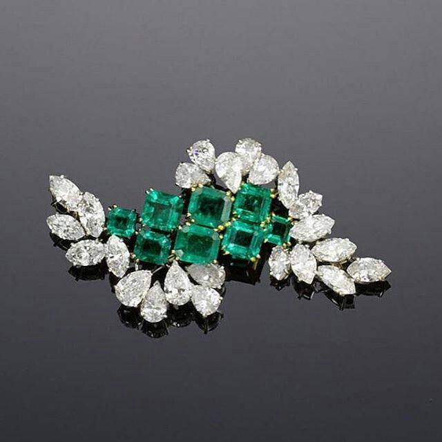 Spilla in oro bianco, smeraldi e diamanti di Chaumet, 1960...
