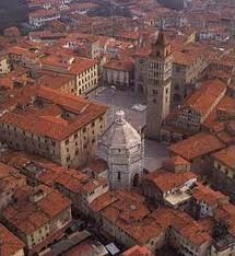 Pistoia - piazza del Duomo from above