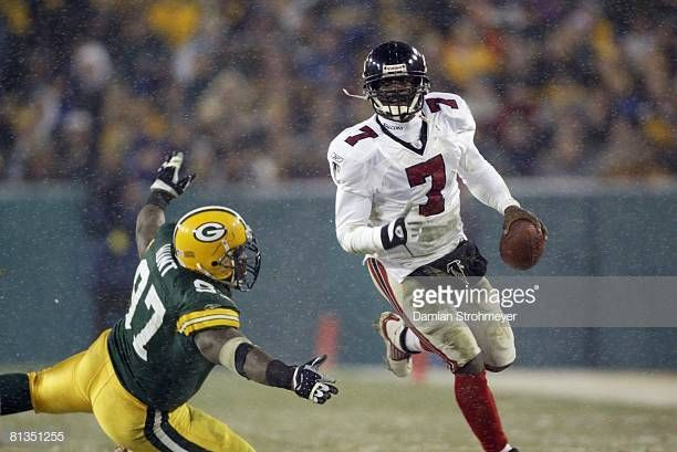 Nfc Playoffs Atlanta Falcons Qb Michael Vick In Action Under Michael Vick Atlanta Falcons Atlanta