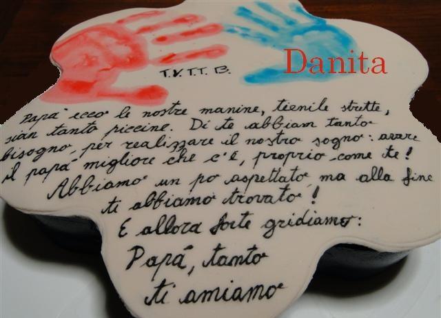 La nostra prima torta per papà....  http://leleccorniedidanita.blogspot.it/2011/03/la-nostra-prima-torta-per-papa.html