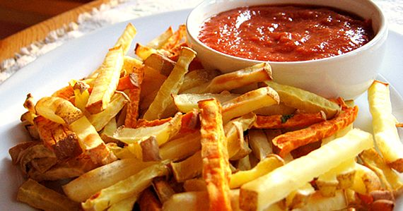 Healthy baked fries and home made ketchup. I didn't care much for the ketchup. (V)