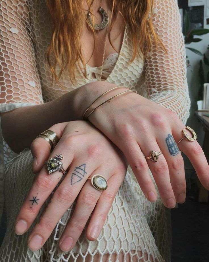 Florence Welch's hands and tattoos