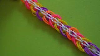 """Плетение браслетика """"Кружочки"""" Rainbow LOOM из 8 самых простых https://youtu.be/mfg1e6xtsbU  Посмотрев этот урок про кружочки , вы узнаете, как сплести браслет Кружочки из резинок Rainbow Loom без станка.  Если вам понравился мой урок Кружочки, ставьте лайк, делитесь с друзьями в соцсетях и оставьте свое мнение в комментариях :)"""