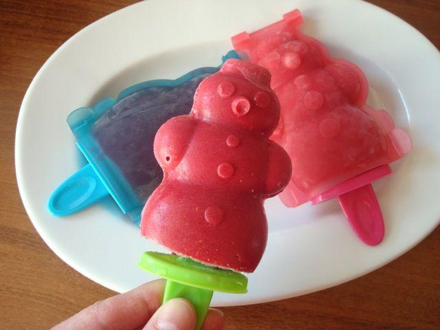 Jahodové nebo malinové nanuky | Strawberry or Raspberry Ice Lollies/Popsicles - www.vune-vanilky.cz