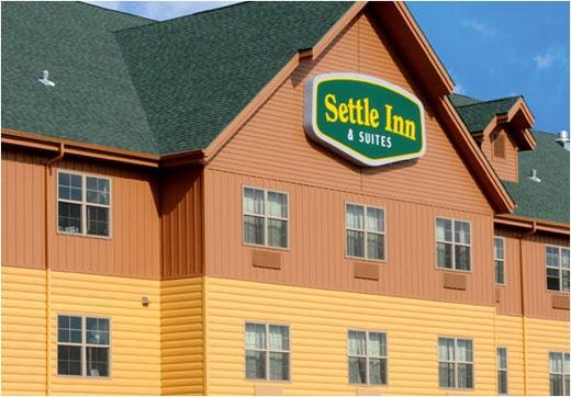 United States Seamless® -Northwoods Collection™ Log Cabin Seamless Steel Siding - Dark Natural & Cedar