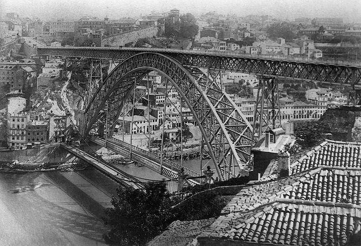 """""""Não seria interessante reconstruir esta ponte pênsil só para peões?"""""""