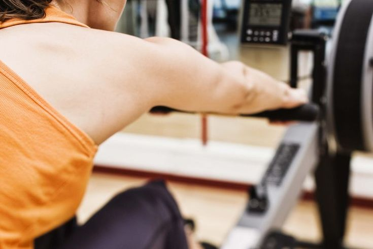 Definición de ejercicio moderado. El ejercicio cardiovascular es una buena manera de mejorar tu aptitud física y tu salud general. Para lograr los beneficios positivos del ejercicio, debes ser capaz de medir adecuadamente tu intensidad de entrenamiento. Los ejercicios de intensidad más baja, como ...