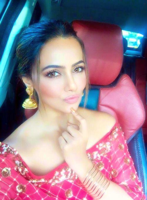 Sana khan beautiful actress