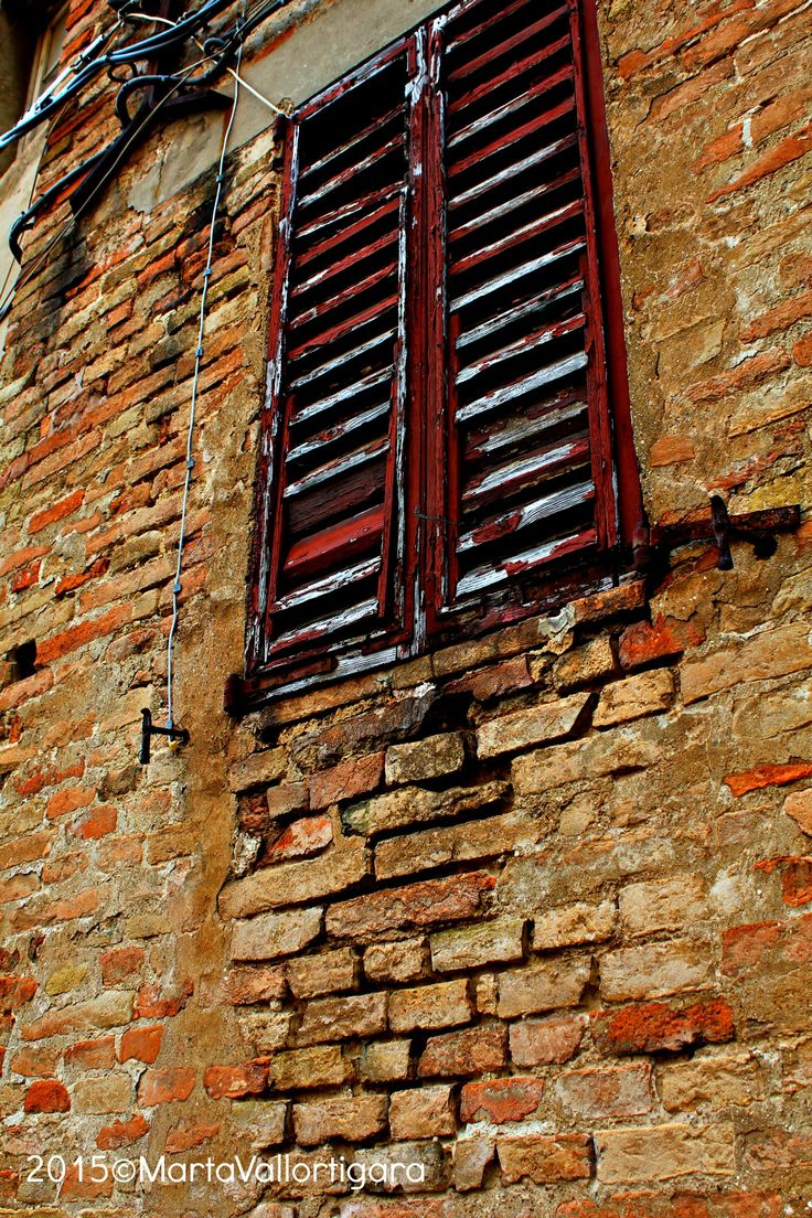 Glimpse of a middle-age village - Marche, Italy Photo by Marta Vallortigara #travelling #photography #tourist
