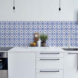<p>Een fantastische oplossing voor de achterwand van je keuken! Wat dacht je bijvoorbeeld van deze helder blauw witte mozaiek tegeltjes LISSABON? Plaatje!</p>