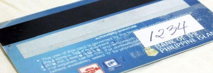 Cara membersihkan kartu ATM yang kotor –Zaman sekarang, hampir semua pembuatan rekening tabungan baru di bank mendapat fasilitas kartu ATM. Kartu ini disebut juga kartu debit. Fungsinya selain untuk tarik tunai di Automatic Teller machine, juga bisa digunakan untuk bayar belanja di toko-toko yang mengediakan mesin EDC. Jika dibandingkan uang tunai, kartu ATM jelas lebih