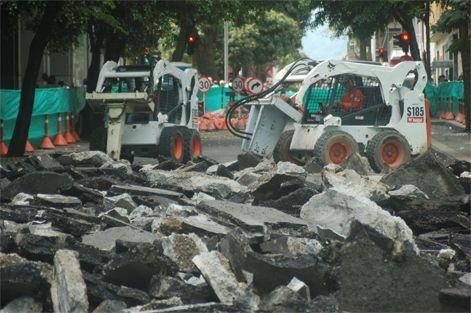 Comenzó demolición del pavimento en la calle de la fundación