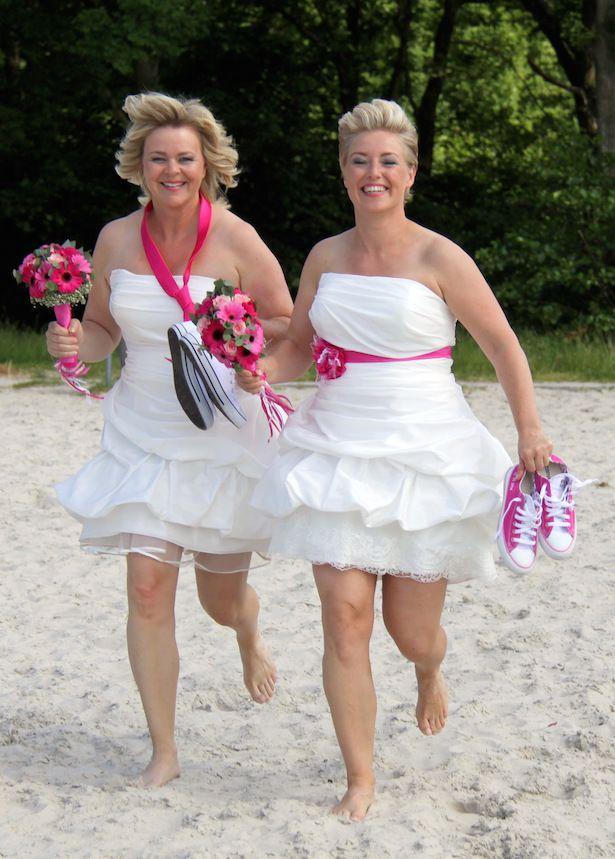 Lesbisch & trouwen: allebei in een korte trouwjurk