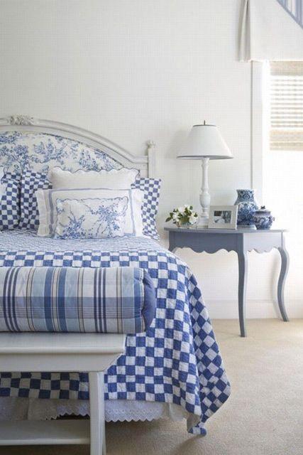 mavi beyaz modern yatak odası dekorasyonu