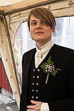 Hátíðarbúningur (Islandia)   es una versión moderna del traje masculino tradicional islandés y se usa principalmente en ocasiones especiales donde se requiera cierta formalidad, generalmente reemplaza al esmoquin en estas ocasiones.