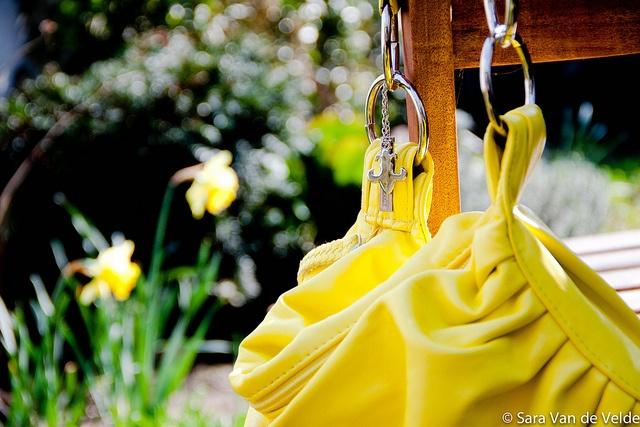 Nieuwste aankoop: gele handtas. Leve colourblocking ;-)